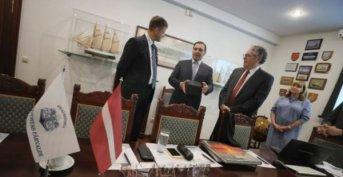 Con un seminario de negocios portuarios, Valdés inició sus actividades en la capital de Letonia