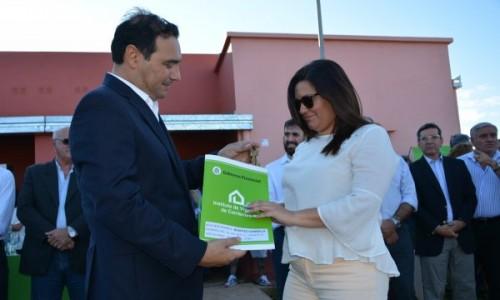 El Gobernador entregó 56 viviendas y recorrió obras en ejecución para el desarrollo de Virasoro