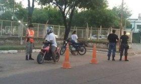 En operativo policial de control vehicular secuestraron varias motos y demoraron a varias personas