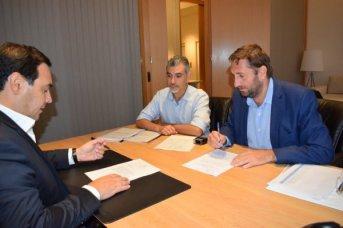 Valdés firmó el convenio para el financiamiento de obras hídricas