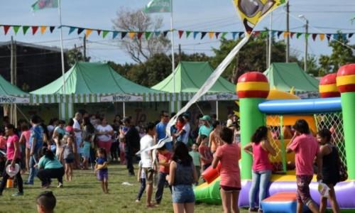 El Tekové Potí encantó a grandes y agasajó a los niños en el Barrio Jardín <br />