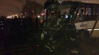 Choque entre un tren y un colectivo en Merlo: murió el chofer
