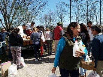 Asisten a familias de alumnos de la escuela afectada por tornado