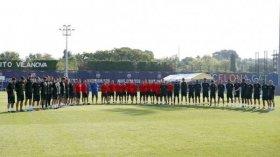Barcelona y Espanyol se unieron en un emotivo minuto de silencio tras el atentado terrorista