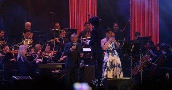 Manzanero y un espectáculo de jerarquía en otra histórica presentación en el Cocomarola