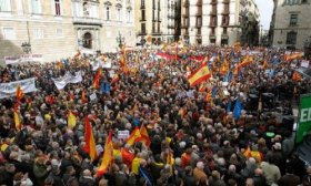 Catalu�a se ilumin� en apoyo a los l�deres independentistas detenidos