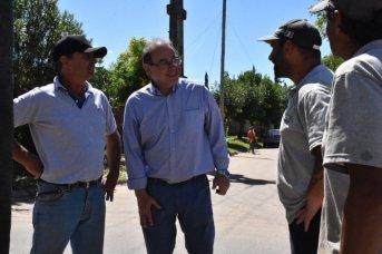 Tassano inspeccionó trabajos de desobstrucción de desagües en el 17 de Agosto<br />