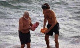 Una turista tuvo a su hijo en el Mar Rojo, en Egipto