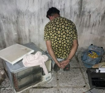Escapaba con elementos robados de una vivienda y lo detuvieron