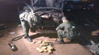 Detienen a una pareja que trasladaba 46 kilos de marihuana ocultos en un vehículo