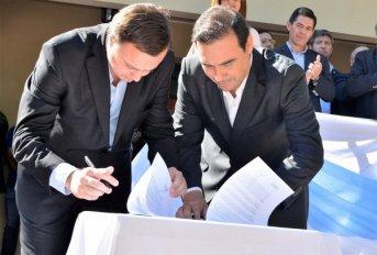 El gobernador Valdés encabezó el 10° aniversario de Carolina y anunció ripio, pavimento y comisaría para el novel municipio
