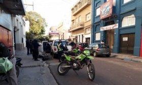 Choque entre un autom�vil y motocicleta en pleno centro capitalino