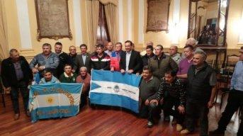 Gustavo Valdés recibió a ex combatientes que fueron a Malvinas