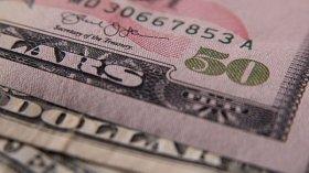El dólar sube, pero se mantiene debajo de los $25