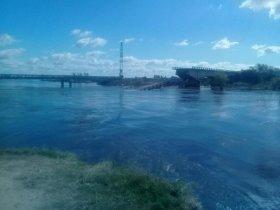 Se desprendió una parte del puente colapsado sobre el arroyo Guazú