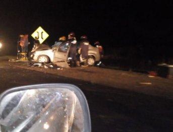 Colisión entre dos vehículos habría dejado dos víctimas fatales