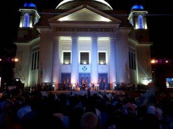 Una multitud en Itatí saludó a la Virgen en el Día de la Coronación