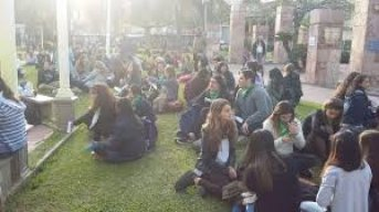 "Nuevo ""pañuelazo verde"" en la plaza Vera"