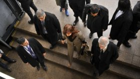 Cristina Kirchner se negó a responder preguntas y acusó a Macri de perseguirla