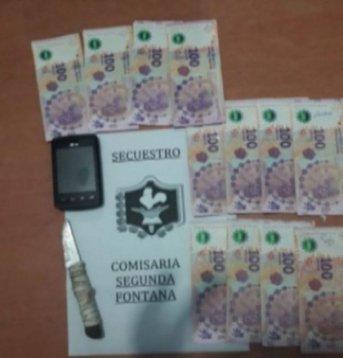 A punta de cuchillo, le robaron más de $1.200 a una mujer en una parada