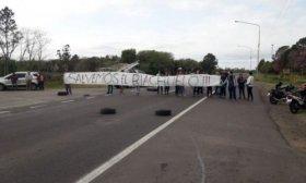 """Ambientalistas cortan el tr�nsito por Ruta 12 en reclamo por """"la destrucci�n del Riachuelo"""""""