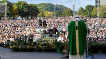 Ante cien mil fieles, Francisco recordó los horrores del nazismo