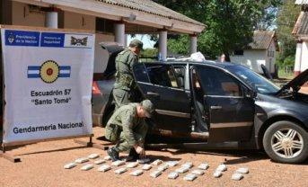 Llevaban más de 27 kilos de marihuana escondidos en el tanque de combustible