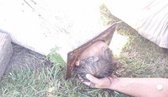 Un nene quedó atrapado en la campana de una parrilla