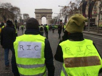 """Nuevas protestas de los """"chalecos amarillos"""": 85 detenidos en París"""