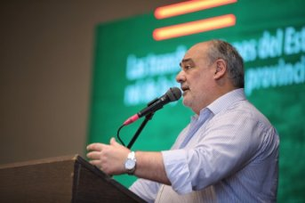 """Dura crítica a la """"irresponsable"""" oposición en la asunción de Ricardo Colombi como presidente de la UCR provincial"""