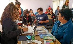 Anses inici� tr�mites a m�s de 2500 personas en distintos operativos en Capital y el interior