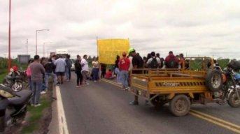 Grupo de personas mantiene cortada la Ruta Nacional N°11: será por tiempo indeterminado