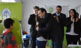 Vald�s entreg� 50 viviendas en Monte Caseros y anunci� la construcci�n de 100 m�s