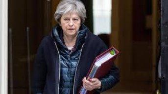 La primera ministra británica Theresa May presentó su renuncia