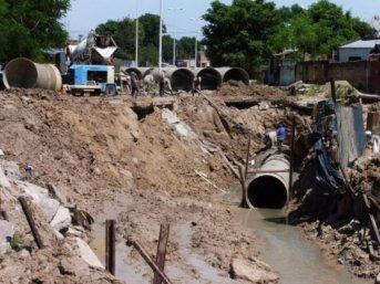 Tras nuevos derrumbes, la Municipalidad aclaró que los trabajos en la Avenida Romero continúan