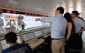 El Gobernador recorrió una industria maderera en China