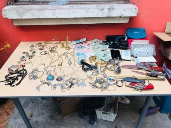 Gran cantidad de joyas halladas en manos de supuesto