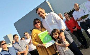 Valdés entregó de 50 viviendas en Bella Vista