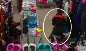 Ladrona asalt� una tienda de ropas y agredi� a una ni�a