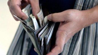 El salario real de los trabajadores formales caería cerca de 7% este año, según Ecolatina