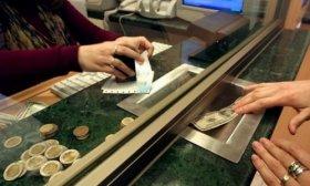 El d�lar cedi� cinco centavos y cerr� a $63,21