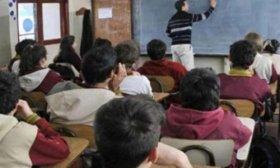 Los docentes de colegios privados acordaron un bono de $5.000