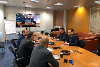 Valdés se reunió con empresarios en España por proyectos de energía