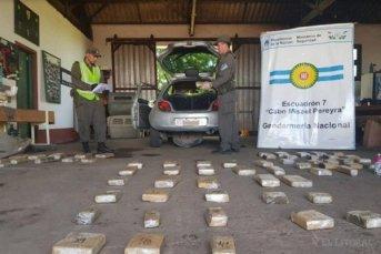 Detuvieron a cuatro personas e incautaron más de 160 kilos de droga en dos operativos