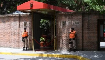 Motochorros mataron a un turista inglés e hirieron de gravedad a otro en la puerta del Hotel Faena