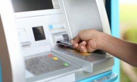 Procesan por estafas a una acusada de robar tarjetas