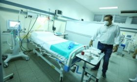 Vald�s recorri� la Unidad de Terapia Intensiva del Hospital Llano, destinado a pacientes de Coronavirus