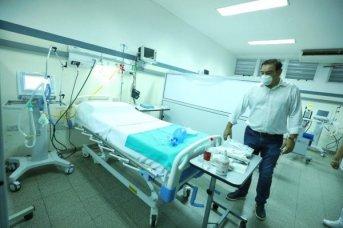 Valdés recorrió la Unidad de Terapia Intensiva del Hospital Llano, destinado a pacientes de Coronavirus