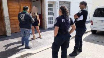 Cuarentena: viajó escondida para ver al novio y la descubrieron
