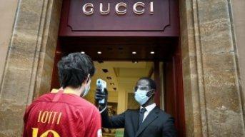 Italia advierte que no reabrirá las regiones si no se respeta el distanciamiento en las calles